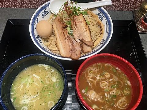 二種つけ麺(1,250円)。大盛り(400g)無料。